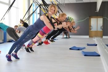 занятие на петлях trx в фитнес центре Yourfit